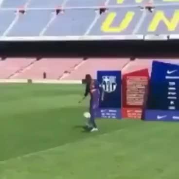 Watch and share Ousmane Dembélé Fail En Su Presentación Con El Barcelona. GIFs on Gfycat
