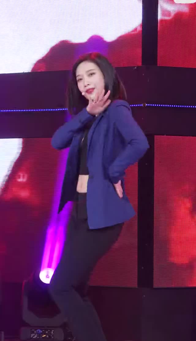 Watch and share Red Velvet - Joy 9 GIFs by Dang_itt on Gfycat