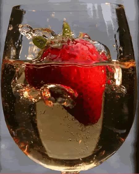 Watch this GIF on Gfycat. Discover more alcohol, beber, bebida, copa, copas, fresa, fresas, tomando, tomar GIFs on Gfycat