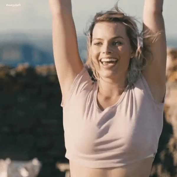 Watch and share Margot Robbie GIFs by yomikeehey on Gfycat