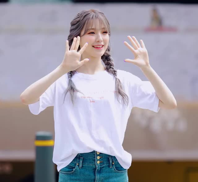 Watch and share Baek Jiheon GIFs and Fromis GIFs by Baekmon on Gfycat