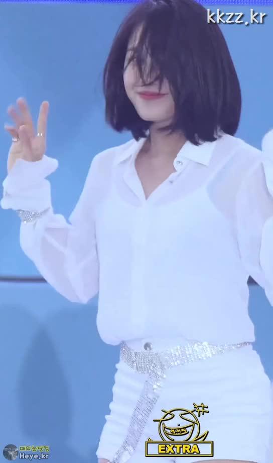 Watch and share Jeong Eun Ji GIFs and Apink GIFs by 매의눈닷컴(▶heye.kr) on Gfycat