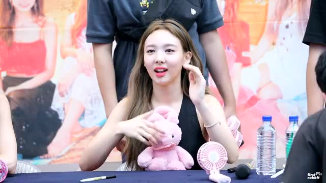 Watch and share Dtna Fansign GIFs and Celebs GIFs by Ahrigato on Gfycat