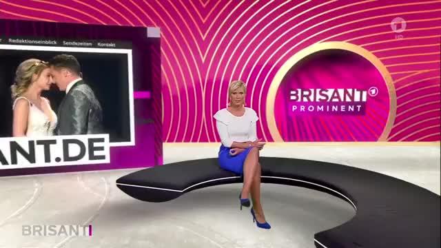 Watch and share Kamilla Senjo GIFs by Journaliste & Pute on Gfycat