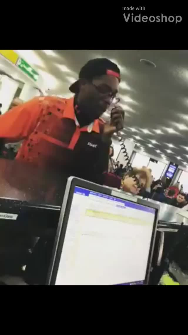 Watch and share Beatbox Aeropuerto GIFs and Negro Hace Beatbox GIFs by Humor Clave on Gfycat