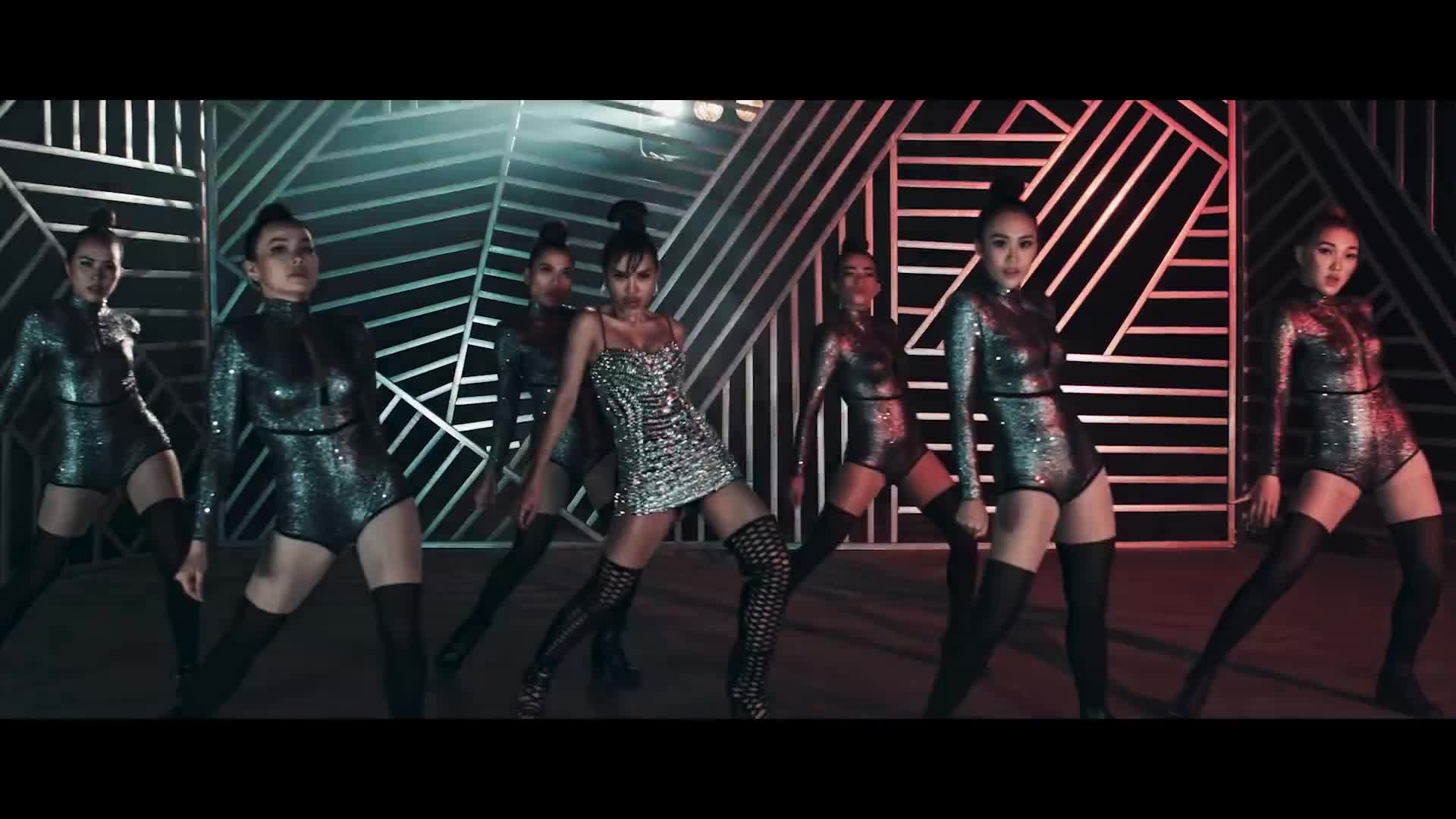 Tung MV cùng thời điểm, ai sẽ là cô nàng nóng bỏng nhất Vpop dịp cuối năm?