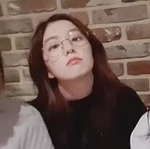 IRENE BLOWING KISSES WITH HER GLASSES