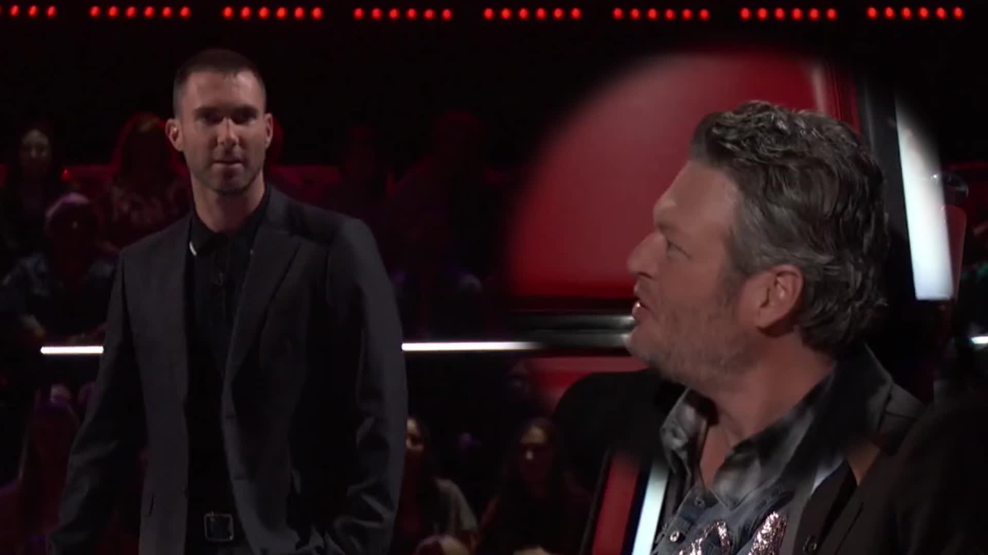 The Voice US: HLV Adam Levine mắng Blake Shelton ngu ngốc, và đây là lý do!