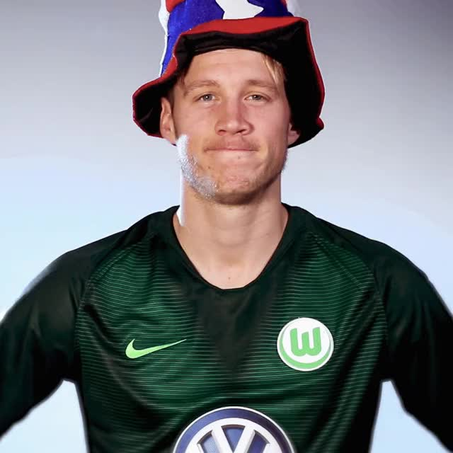 Watch and share 9 Look GIFs by VfL Wolfsburg on Gfycat