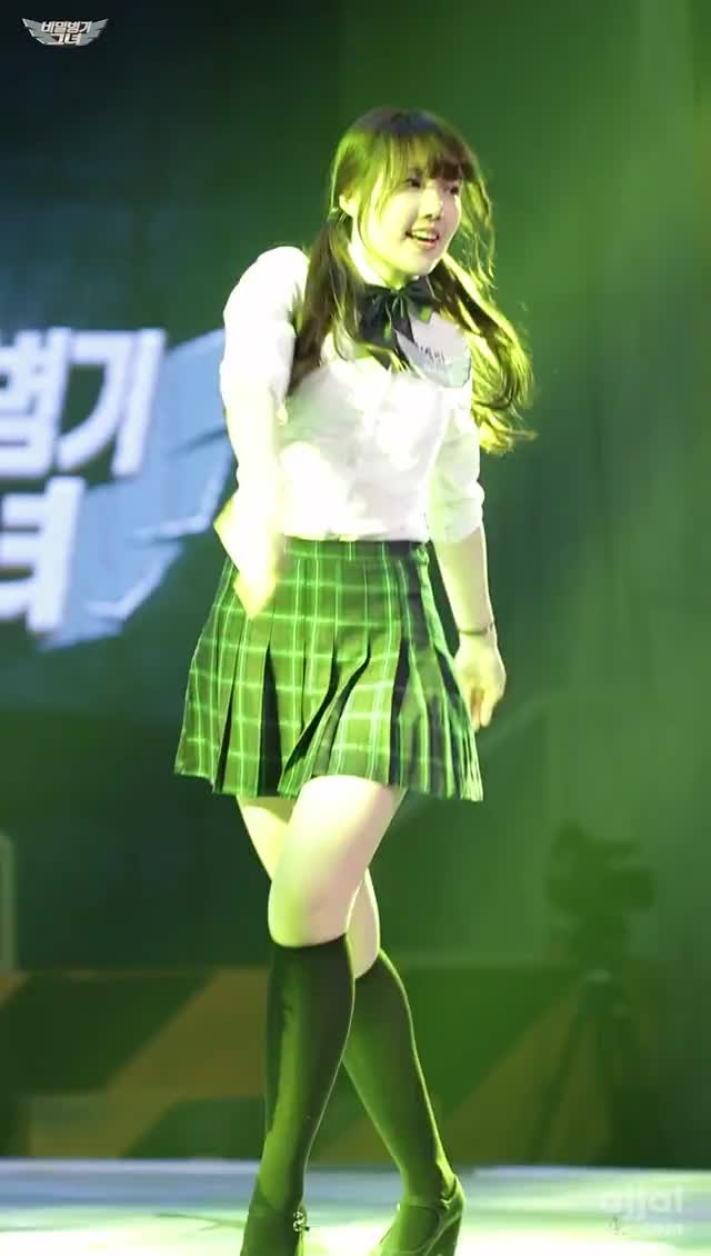 Watch and share Girlfriend GIFs and Yerin GIFs by 아짤 ajjal.com on Gfycat