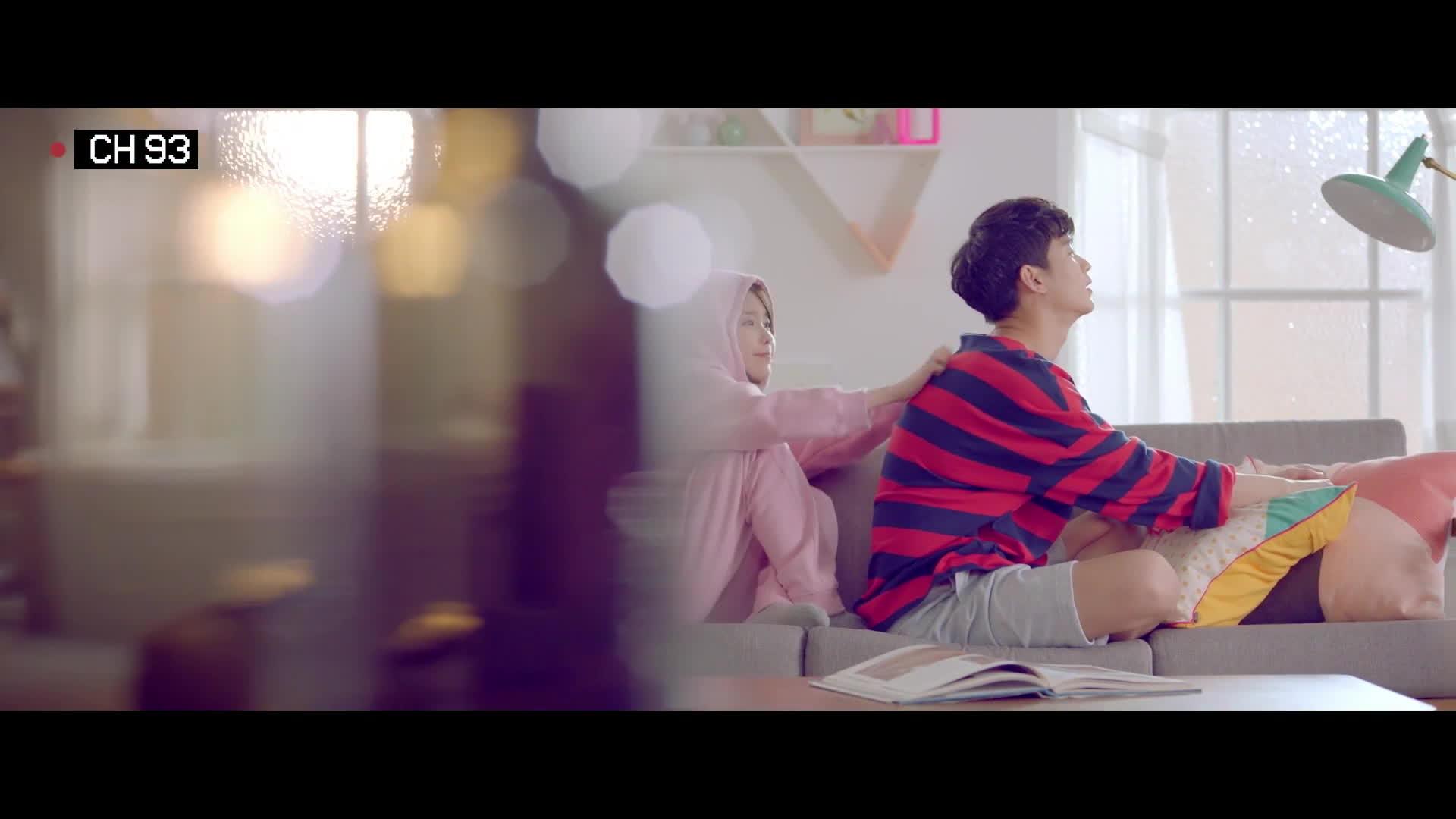 Yêu không thành trên phim, IU và Kim Soo Hyun lại quá đẹp đôi trong MV thế này!