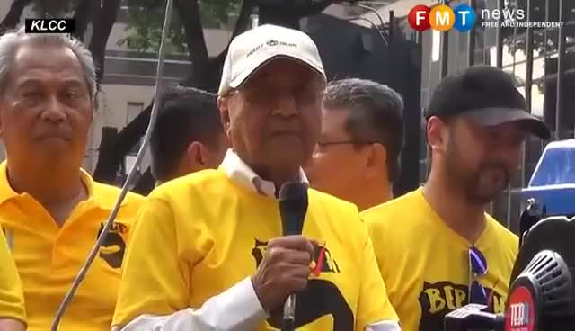 Watch and share Jamal Kena Tumbuk Terus Menangis Kata Tun M GIFs on Gfycat