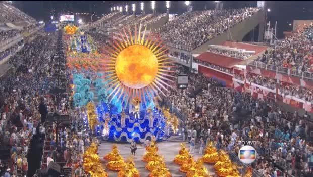 Watch and share União Da Ilha Do Governador Se Destacou Com Carro-alegórico Em Que Sol Tinha Telão De LED (Foto: Reprodução/TV Globo) GIFs on Gfycat