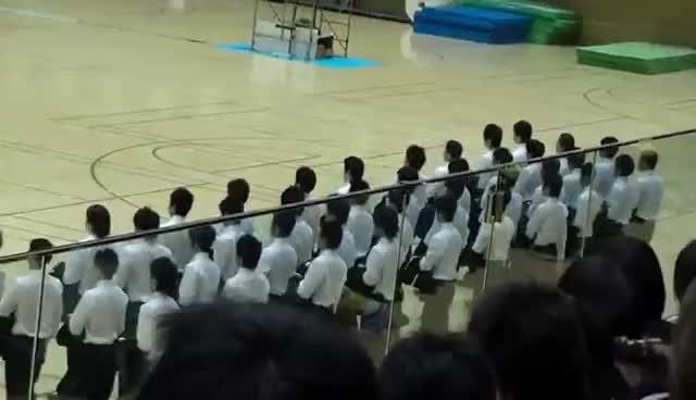 Watch and share Disciplina Japonesa - Campeonato De Caminhada GIFs on Gfycat