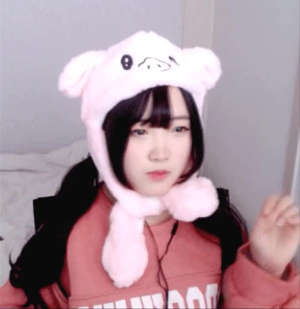 Watch and share 팔로우-충성충성7 GIFs on Gfycat