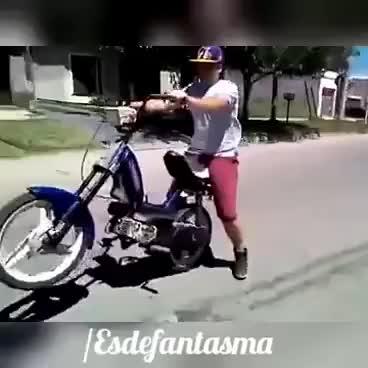 #Esdefantasma - Hace wheelie y se queda sin rueda