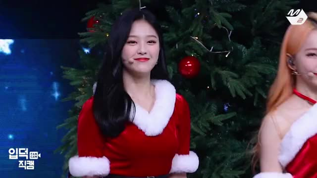 Watch and share Hyunjin GIFs and Loona GIFs by stoes11 on Gfycat