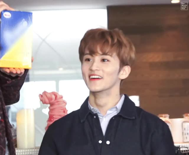 Watch and share 마크 당황 GIFs by PGLY on Gfycat