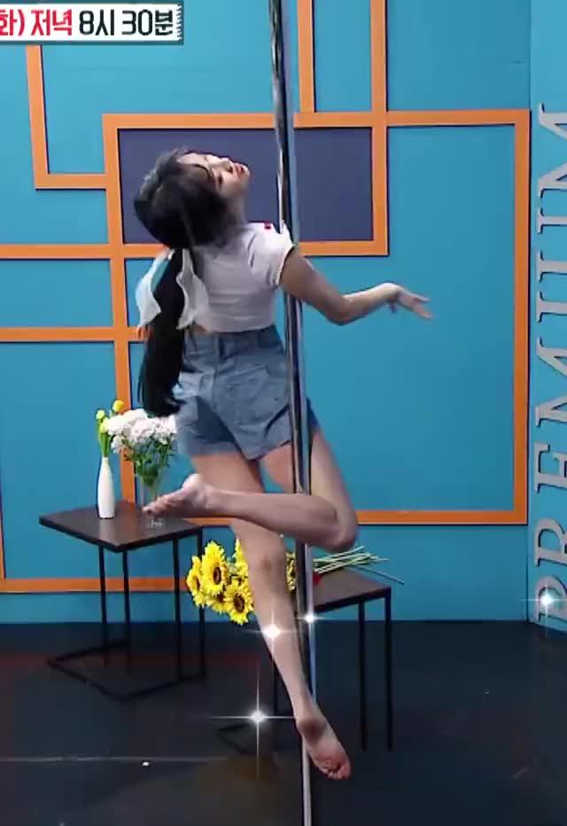 Watch and share Gfriend GIFs and Yuju GIFs by KPOP GIFS on Gfycat