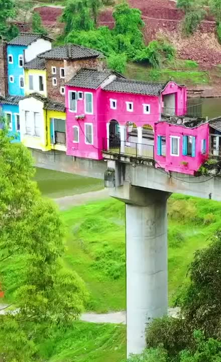 Watch and share Chinese Community That Lives On A Bridge GIFs by longshanks on Gfycat