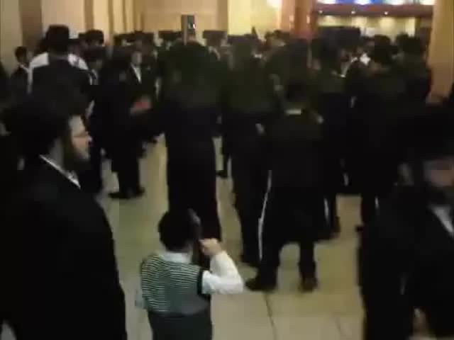 Watch and share Евреи Пляшут Под DnB GIFs on Gfycat