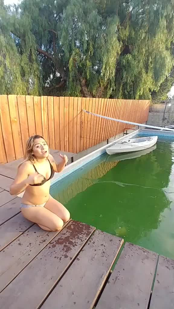omg cant believe @evilheroyt did this to meeee 😞😭😭 #wet #cold #winter #omg #foryou #green #nasty #water winter wet omg cold GIF