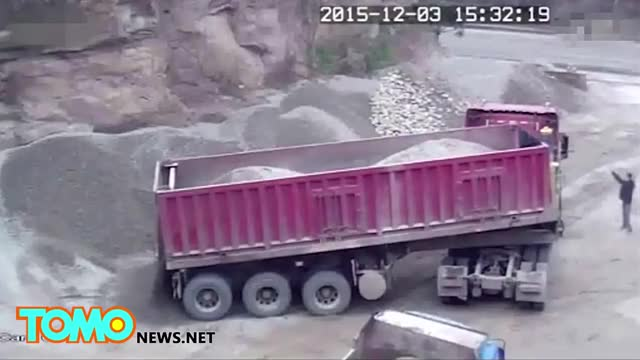Watch Deadly accident caught on video: Dump truck driver crushed by cargo - TomoNews GIF on Gfycat. Discover more tomo news, tomonews, video news GIFs on Gfycat