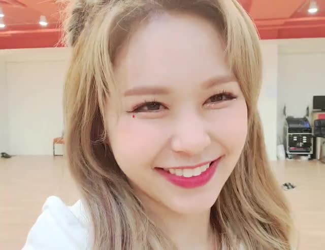 Watch and share Everglow GIFs by zzz on Gfycat