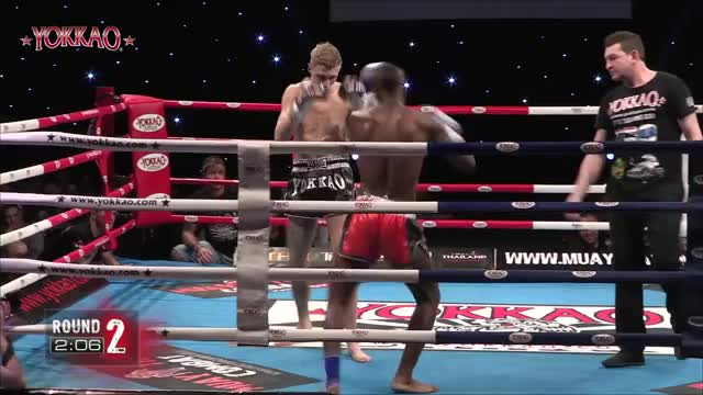 Watch Muay Thai Sweep GIF on Gfycat. Discover more Muay thai, boxing, fight, sweep, thainyrkkeily GIFs on Gfycat