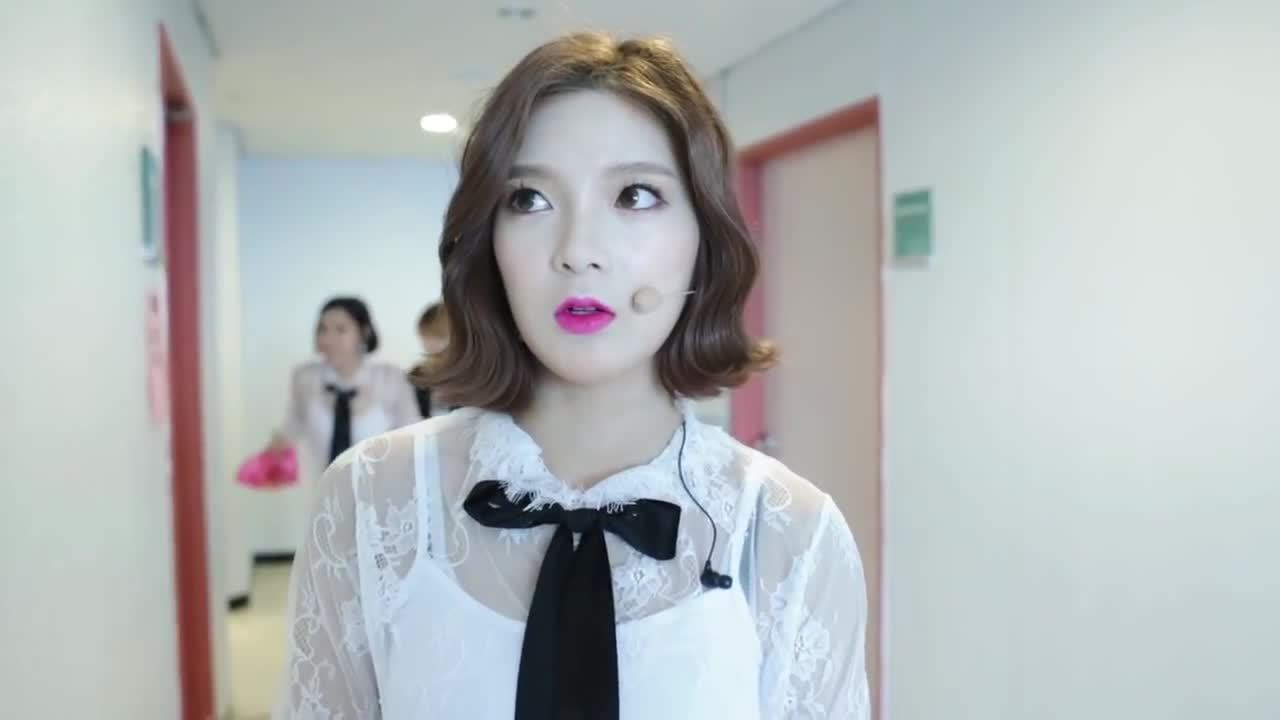 9muses, asiangirlsbeingcute, sojin, Sungah scaring Sojin GIFs