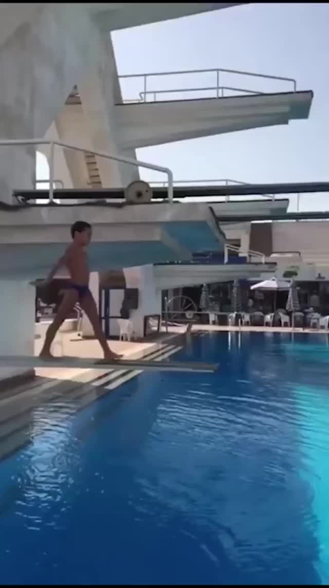 Watch and share 10/10 Diving GIFs on Gfycat