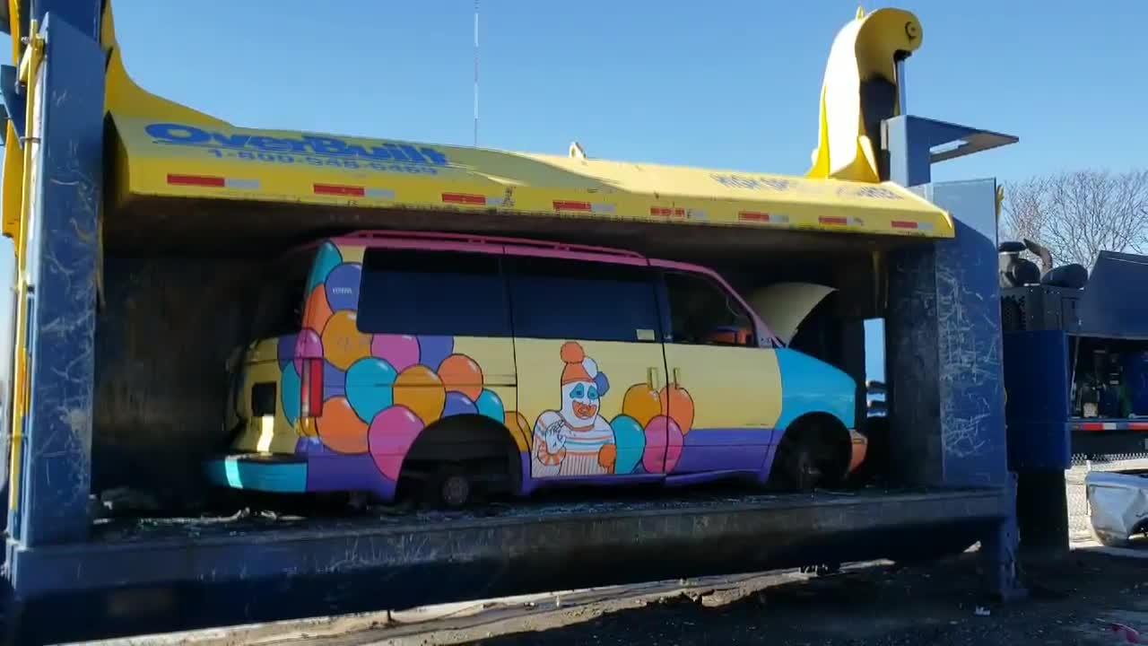 Alln1 U Pull & Metals Recycling, creepy clown car GIFs
