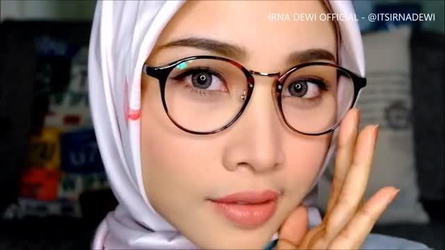 Watch SOFT NATURAL MAKEUP FOR GLASSES & OFFICE OR INTERVIEW | TATA RIAS KACAMATA & KERJA | IRNA DEWI GIF on Gfycat. Discover more Brand, Chubby, FAST, Indonesia, LOOK, Nivea, Rias, Segitiga, Simple, TATA, chic, easy, hijabers, jilbab, kacamata, kantor, mata, natural, untuk, wajah GIFs on Gfycat