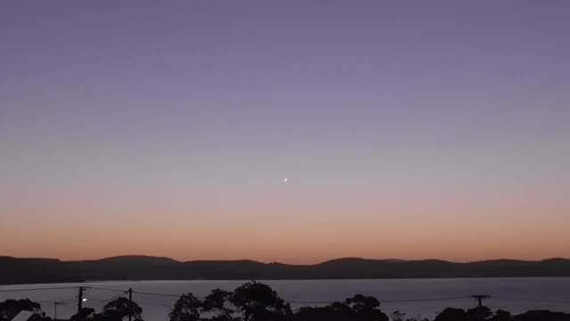 """Watch """"Fireball"""", over Hobart, Tasmania GIF by @thevans101 on Gfycat. Discover more interestingasfuck GIFs on Gfycat"""