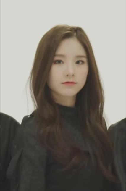 Watch and share Loona Heejin GIFs and Jeon Heejin GIFs by Kuro | 구로카미 on Gfycat