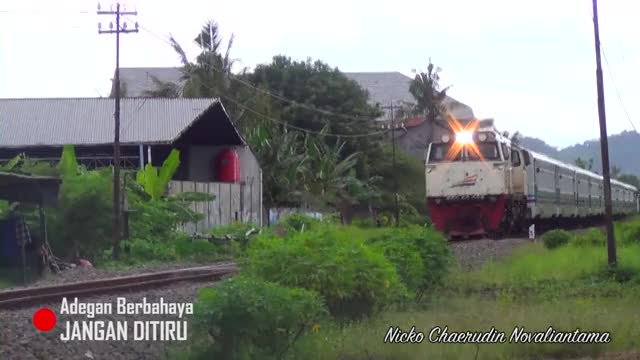 Watch and share Mobil Greget :v - KA Purwojaya Nyaris Menabrak Mobil (6 April 2017) GIFs by zhernobyl on Gfycat