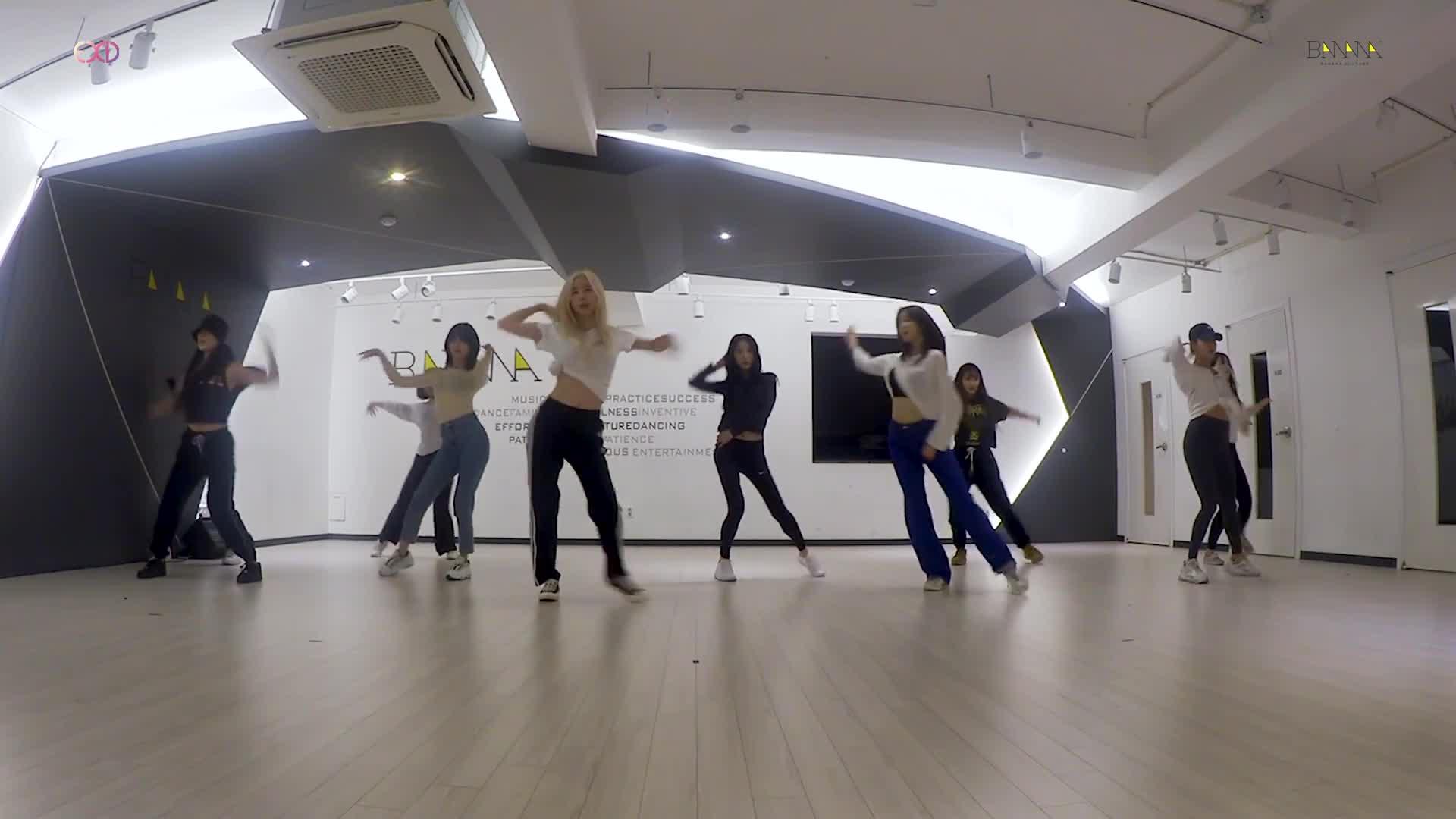 MV comeback chưa kịp nguội, EXID đã chiêu đãi fan bản dance practice của MEYOU ảnh 2