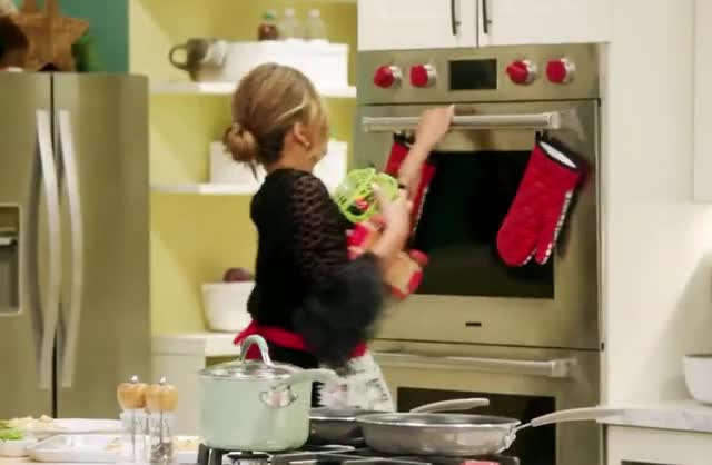 Watch this chrissy teigen GIF by GIF Queen (@ioanna) on Gfycat. Discover more chrissy, christmas, come, cook, dinner, fast, for, funny, haha, john, kim, kitchen, kris, legend, lol, lunch, meal, over, quick, teigen GIFs on Gfycat