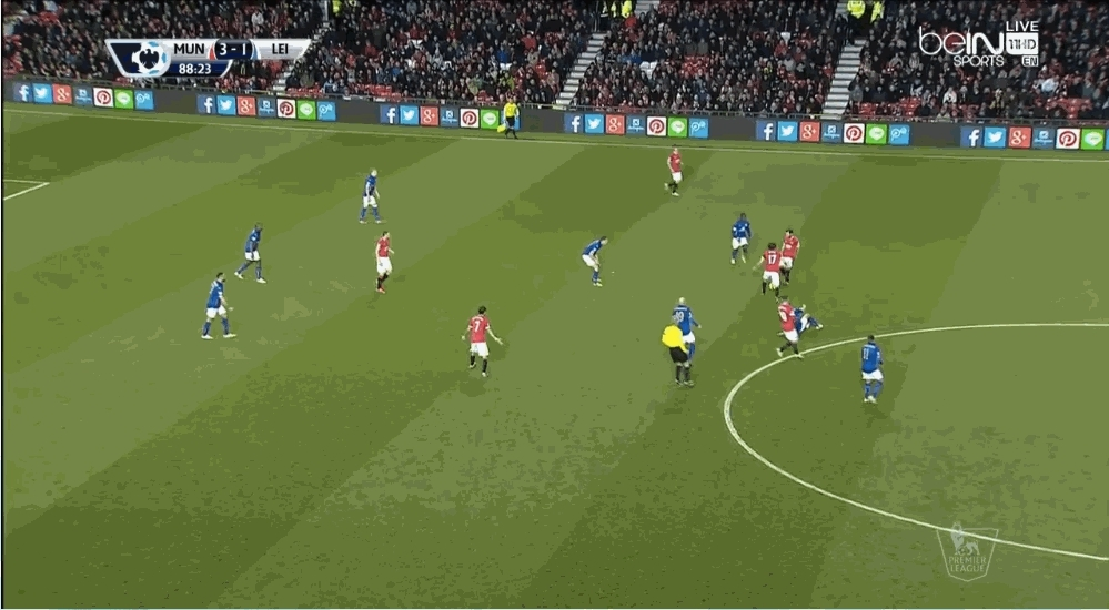 reddevils, Mata's knee walk to keep possession of the ball (reddit) GIFs