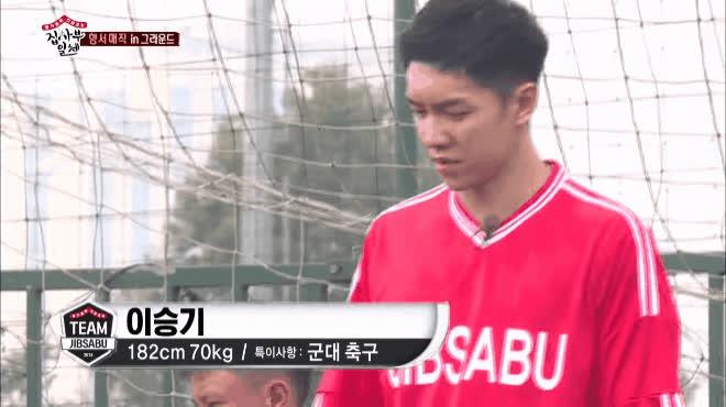 HLV Park Hang Seo đau đầu tập bóng cho Lee Seung Gi và dàn sao Master In The House