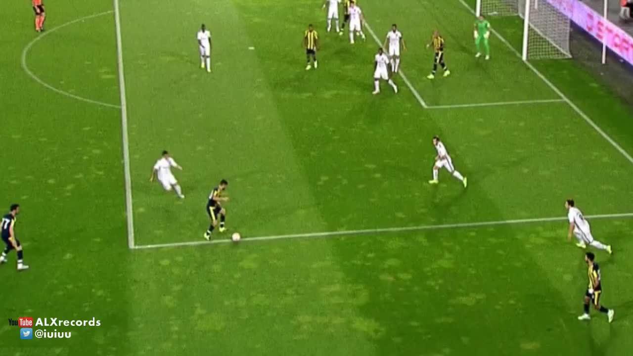 soccergifs, Moussa Sow's bicycle kick goal against Vitoria Guimaraes (friendly) (reddit) GIFs