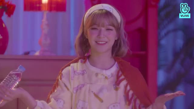 Watch and share Jiheon Home Alone [fromis] GIFs by anrire48 on Gfycat
