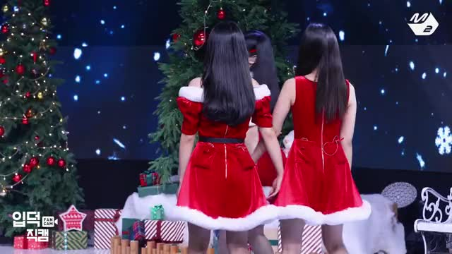 Watch and share Olivia Hye GIFs and Hyunjin GIFs by stoes11 on Gfycat