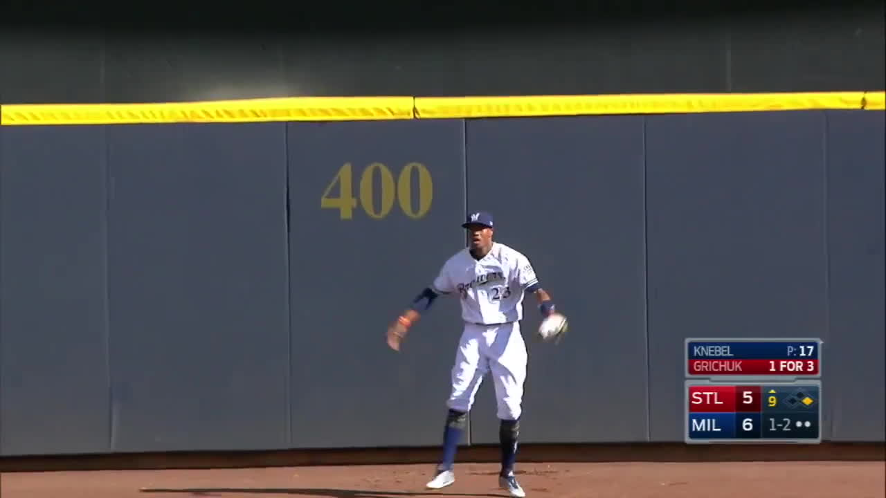 8/30/17: Broxton robs homer to seal a Brewers win GIFs
