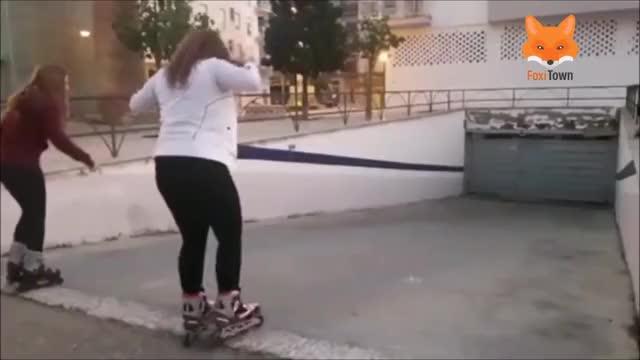 Watch Femei Proaste Ep. 3 | Fete Proaste | Faze Amuzante GIF on Gfycat. Discover more Entertainment, Foxi Town, amuzant, femei, fete proaste, interviuri, nebune, proaste, razi, stupid GIFs on Gfycat
