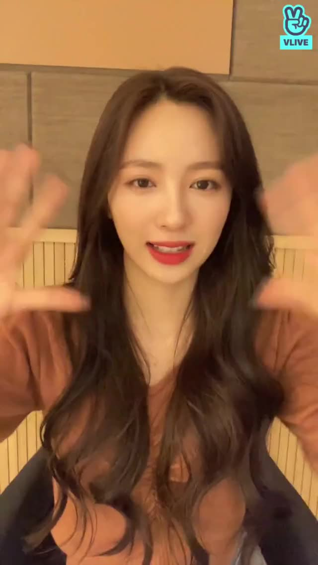 Watch and share Jiwon Vlive Ending Heart Kiss Bye GIFs by stoes11 on Gfycat