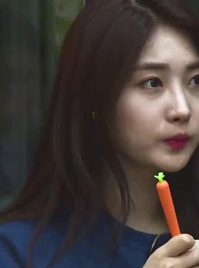 Watch and share Kuro Sihyeon 3 GIFs by kuro on Gfycat