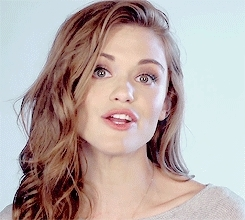 dailyhollandroden, dailyrodenholland, gif, holland roden, hollandroden, hollandrodendaily, hredit, precious, rodenholland, she looks so beautiful, what a marvelous tune! GIFs