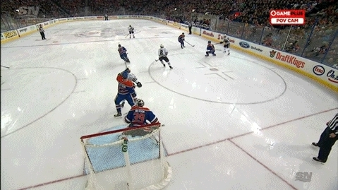 edmontonoilers, hockey, PPG - Duncan Keith (2) Tip-in - ASST: Patrick Kane (16), Artemi Panarin (13) GIFs