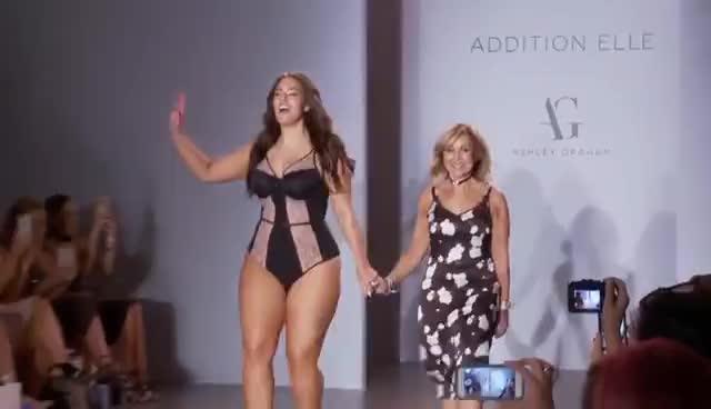 ashley graham, runway, Addition Elle at New York Fashion Week 2016 GIFs